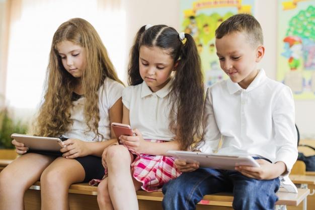 אילוסטרציה של תלמידים ברשת