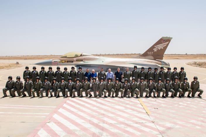 בוגרי קורס טיס 182