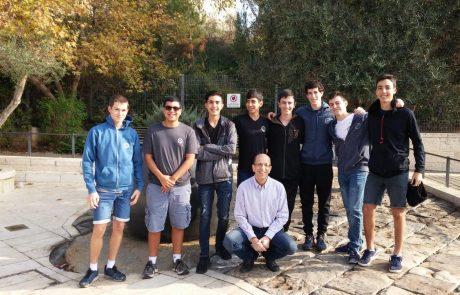 """כבוד: תלמידי תיכון """"גלילי"""" בכפר סבא זכו במקום הראשון בתחרות מדע ארצית"""
