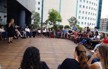 """מחנכים את דור העתיד: שיתוף פעולה בין חברת """"אמדוקס ישראל"""" וחטיבת הביניים """"אלון"""""""