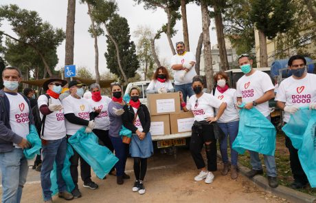 מתנדבים למען הקהילה ביום המעשים הטובים בכפר סבא